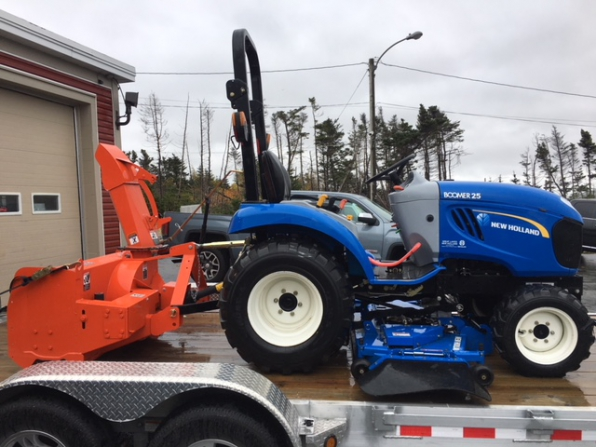 2012 NEW HOLLAND BOOMER 25 TRACTOR BLOWER MOVER Photo 1
