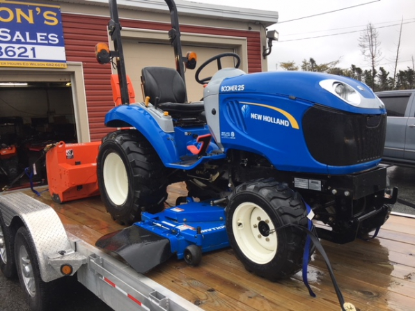 2012 NEW HOLLAND BOOMER 25 TRACTOR BLOWER MOVER Photo 2