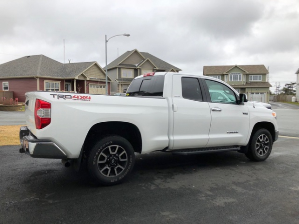 2015 Toyota Tundra Photo 2