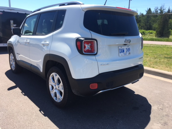 2017 JEEP RENEGADE LIMITED  Photo 4