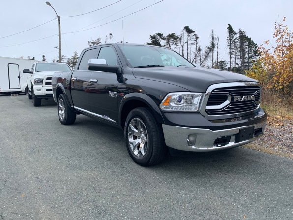 2017 RAM 1500 CREW CAB LIMITED ECO DIESEL 4WD Photo 3
