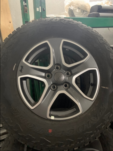 2018 JEEP 17 INCH WRANGLER WHEELS N TIRES (5)