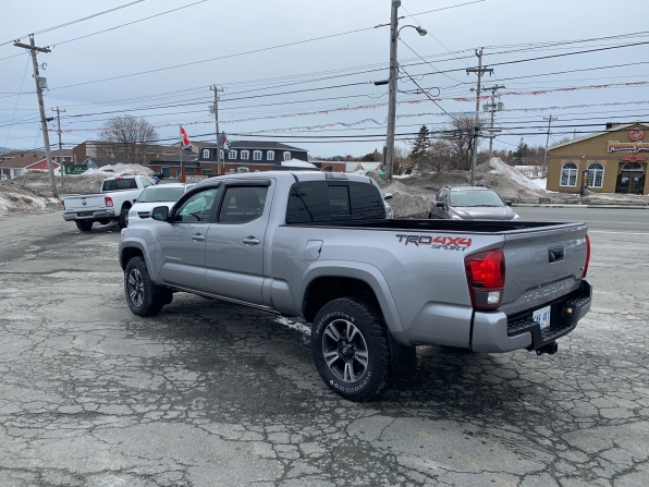2018 TOYOTA TACOMA TRD UPGRADE PCG SPORT DOUBLE CAB 4WD  Photo 2