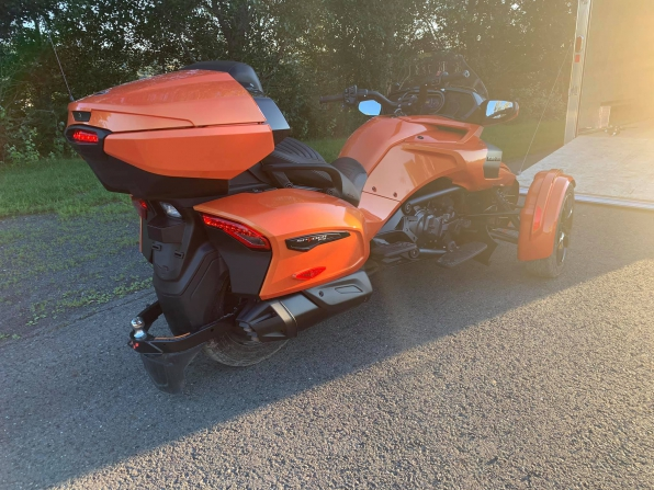 2019 CAN AM SPYDER F3 LIMITED TOURING  Photo 3