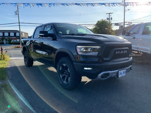 2019 DODGE RAM 1500 CREW CAB REBEL 4WD LOADED 14000K