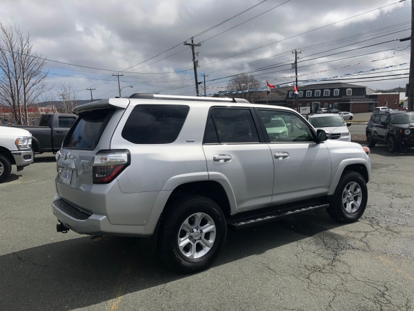 2019 TOYOTA 4 RUNNER SR-5 LOADED 15000 K Photo 3